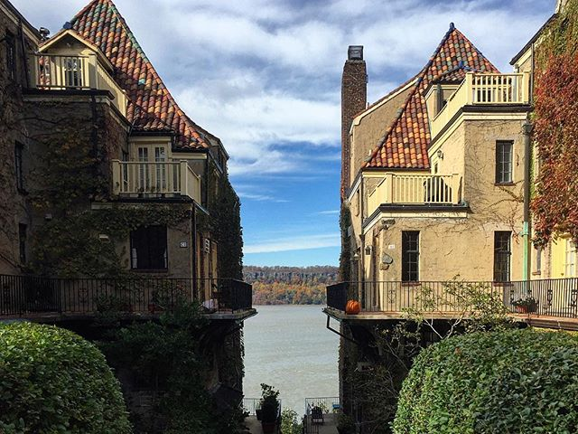 The Bronx is burning. . #Riverdale #Bronx #CharlotteBronte #HudsonRiver #Ivy