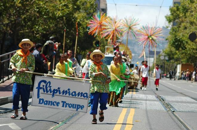 Parade_Filipiniana.jpeg