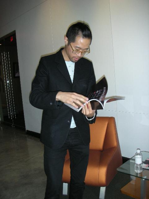Mr. Kim reading 944
