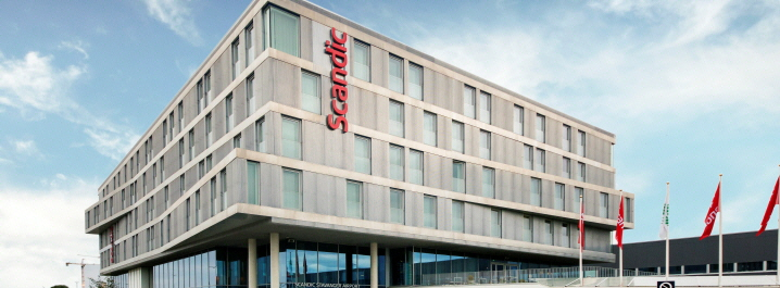 Scandic Stavanger Airport har en unik beliggenhet kun få meter fra ankomsthallen   til Stavanger lufthavn Sola.