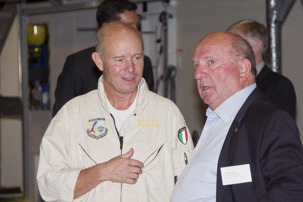 Talbot, Nigel og Moe, Bjørn_CHC hangar.jpg