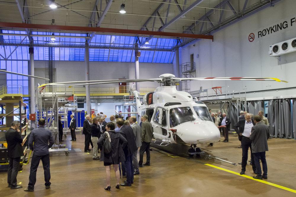 AW 189 og gjester_CHC hangar.jpg