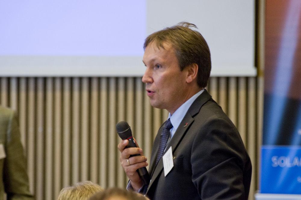 Arne Roland fra salen.jpg
