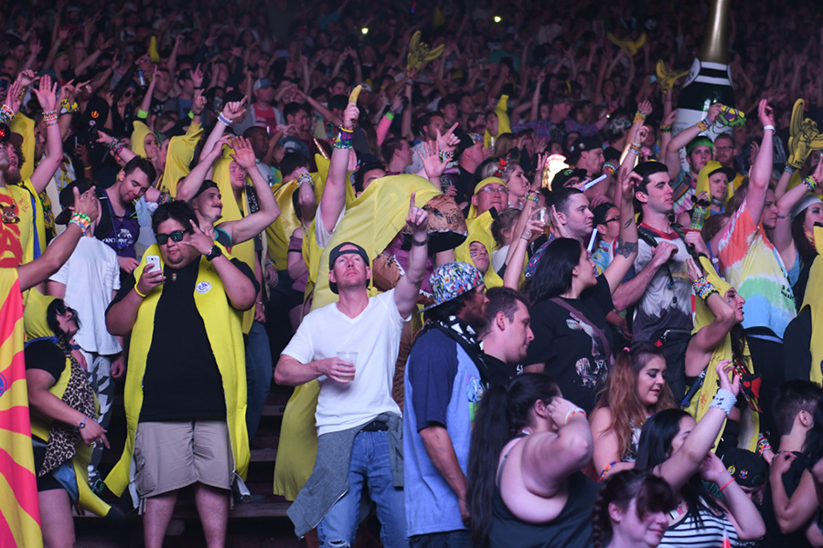 crowd-6.jpg