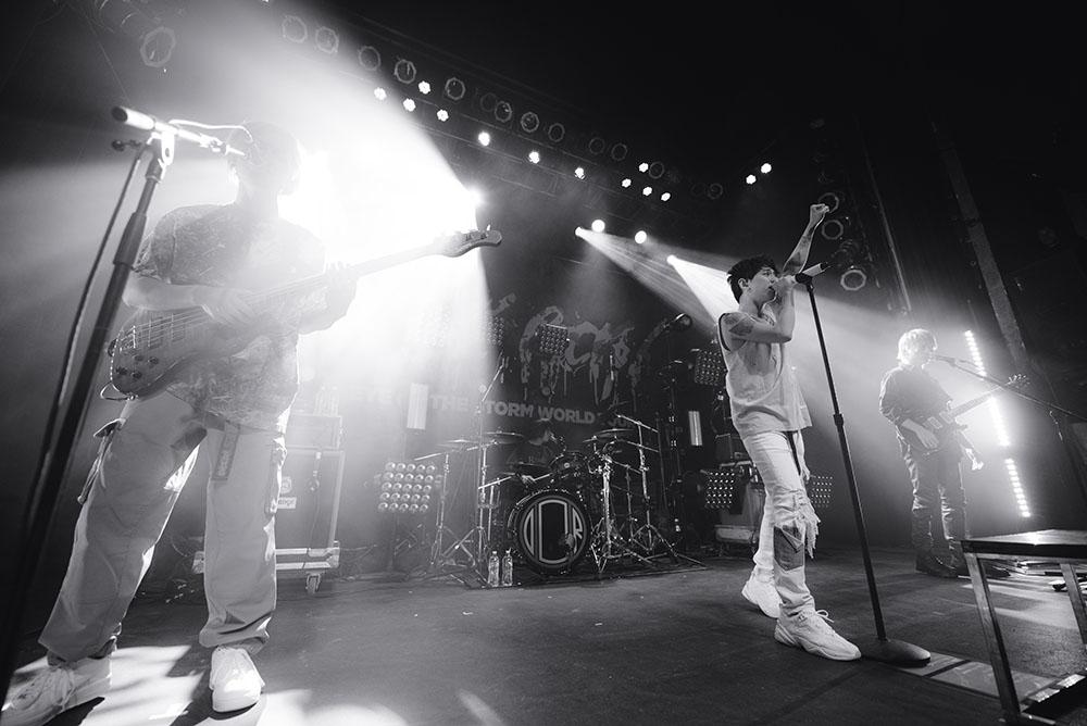ONE OK ROCK-1 copy.jpg