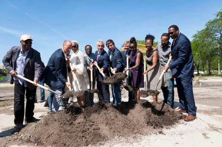 Mayor Rahm Emanuel and other officials broke ground for the Jewel-Osco coming to Woodlawn, at 61st & Cottage Grove on March 7, 2018. | Photo: Brooke Collins