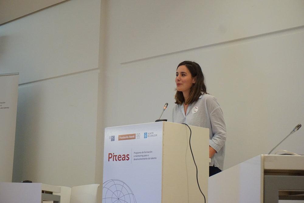 Alba Formoso, directora de TALKK, impartiendo formación para docentes en el marco del programa Piteas.