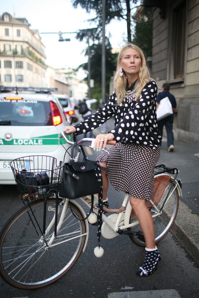polka dots, black & white, bike, basket, Milan, Fashion