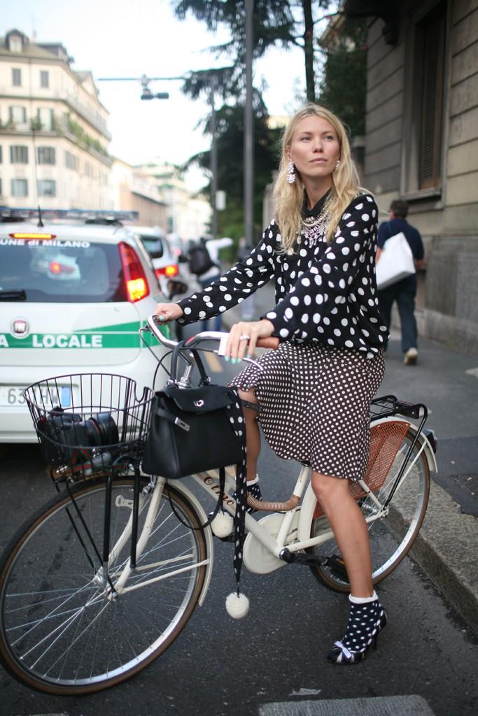 polka dots, black & white, bike, basket, Milan, Fashion