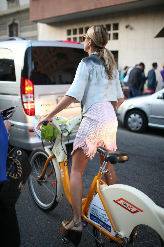 bika share, Milan, pink, skirt, step-through, blonde