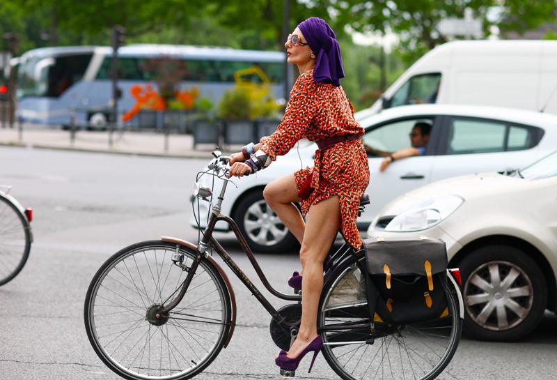 bikepretty, bike pretty, cycle style, cycle chic, bike model, girl on bike, bike fashion, cute bike, biking in heels, biking in a skirt, catherine baba, katherine baba, stylist, australian, paris, fashion week, fashion bike, baba