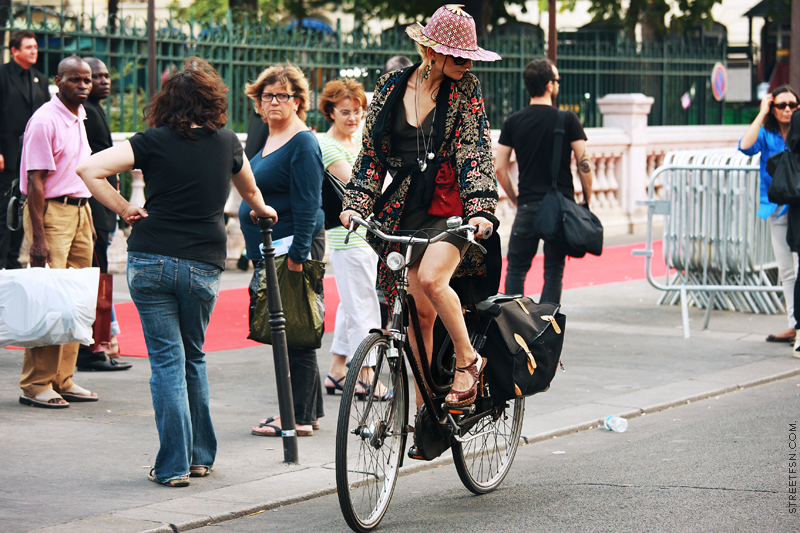 bikepretty, bike pretty, cycle style, cycle chic, bike model, girl on bike, bike fashion, cute bike, biking in heels, biking in a skirt, catherine baba, katherine baba, stylist, australian, paris, fashion week, fashion bike, baba