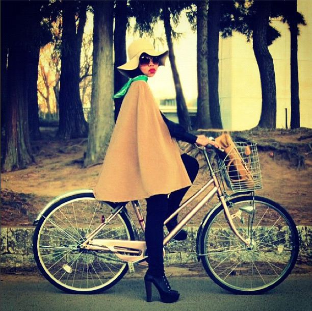 bike pretty, bike pretty, cycle style, cycle chic, bike model, girl on bike, bike fashion, cute bike, biking in heels, biking in a cape