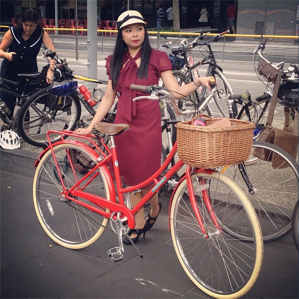 bike pretty, bike pretty, cycle style, cycle chic, bike model, girl on bike, bike fashion, cute bike, biking in heels, biking in a skirt, tweed ride, tweed run