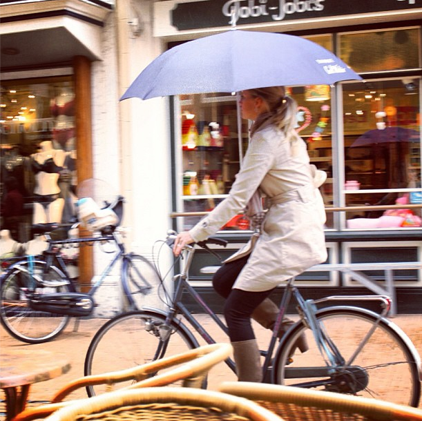 bike pretty, bike pretty, cycle style, cycle chic, bike model, girl on bike, bike fashion, cute bike, biking in the rain, holland