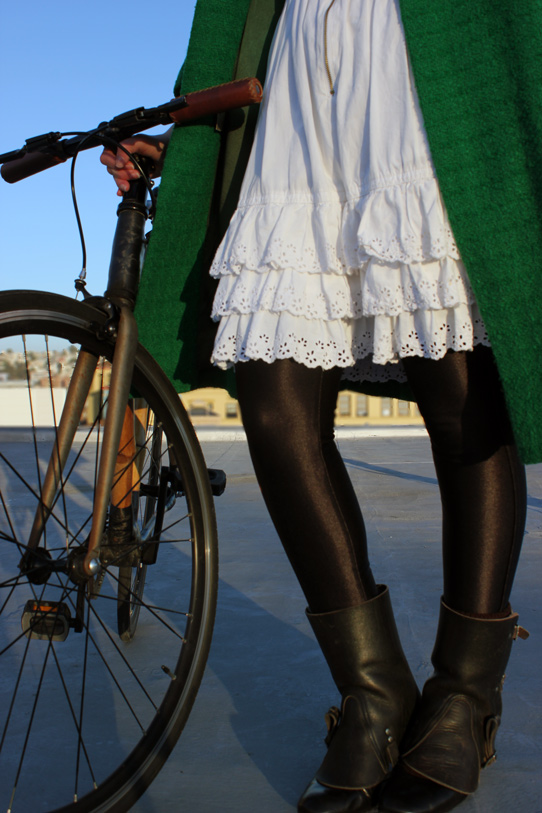 bikepretty, bike pretty, cycle style, cycle chic, bike model, girl on bike, bike fashion, bicycle fashion, bicycle fashion blog, cute bike, vintage, girls on bikes, model on bike, bike girls cute, vintage coat, emerald green