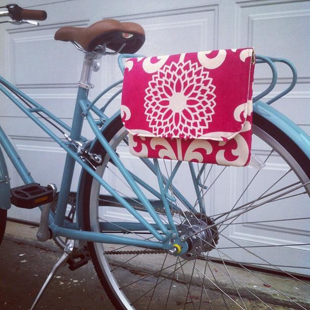 bikepretty, bike pretty, cycle style, cycle chic, bike model, girl on bike, bike fashion, bicycle fashion, bicycle fashion blog, cute bike, vintage, girls on bikes, model on bike, street style, mercy and ruth, blue bike, bike bag