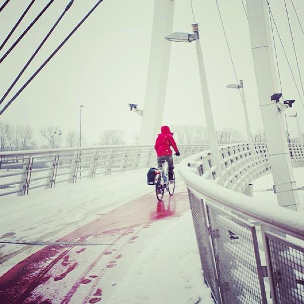 bikepretty, bike pretty, cycle style, cycle chic, bike model, girl on bike, bike fashion, bicycle fashion, bicycle fashion blog, cute bike, vintage, girls on bikes, model on bike, street style, bike in snow, snow biking