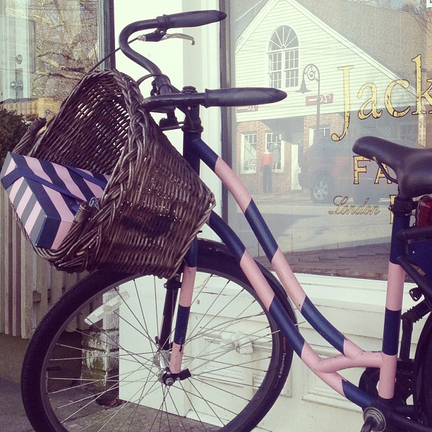 bikepretty, bike pretty, cycle style, cycle chic, striped bike, stripe bike, bike stripe, bike basket