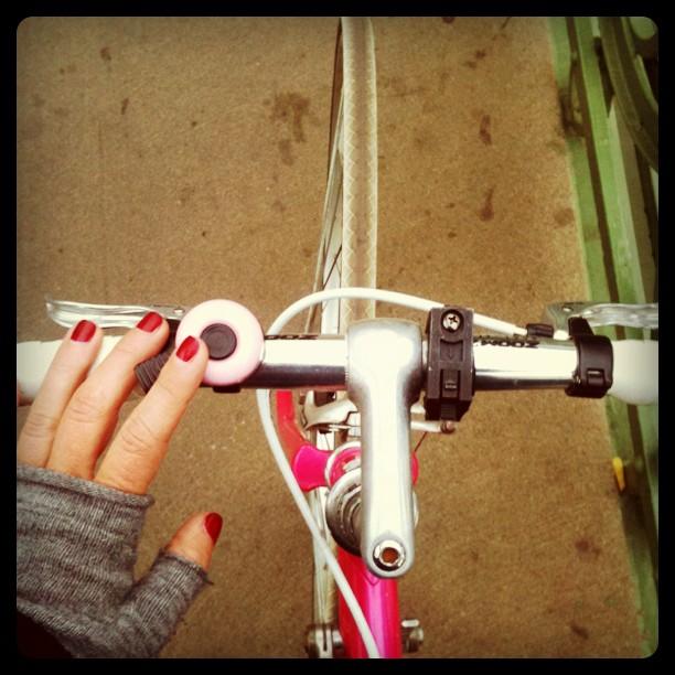 bikepretty, bike pretty, cycle style, cycle chic, bike model, girl on bike, bike fashion, bicycle fashion, bicycle fashion blog, cute bike, vintage, girls on bikes, model on bike, street style, nails, manicure