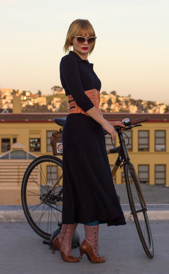 outfit ideas, bikepretty, bike pretty, cycle style, cycle chic, bike chic, bike model, girl on bike, bike fashion, bicycle fashion, bicycle fashion blog, cute bike, girls on bikes, model on bike, bike girls cute, corset, ribbon corset, copper, peach, ribbon, vintage