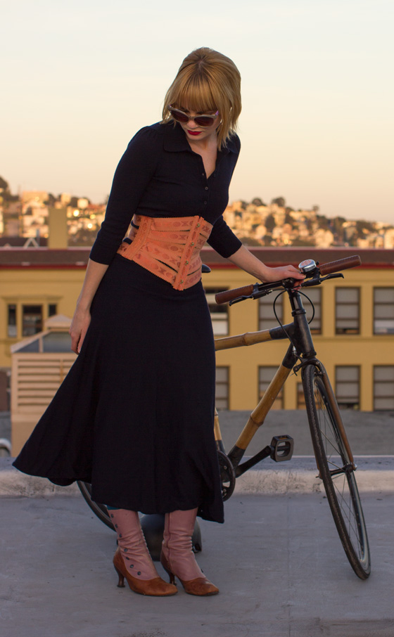 bikepretty, bike pretty, cycle style, cycle chic, bike chic, bike model, girl on bike, bike fashion, bicycle fashion, bicycle fashion blog, cute bike, girls on bikes, model on bike, bike girls cute, corset, ribbon corset, copper, peach, ribbon, vintage