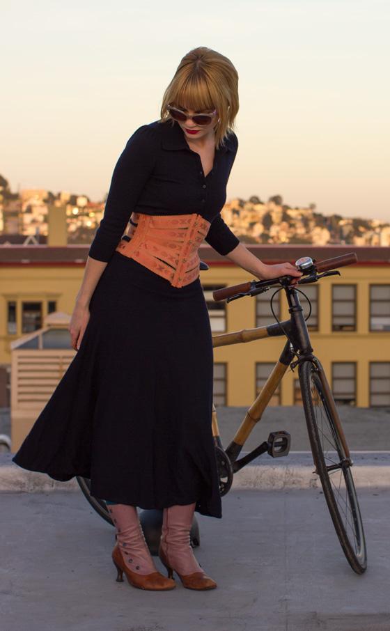 bikepretty, bike pretty, cycle style, cycle chic, bike chic, bike model, girl on bike, bike fashion, bicycle fashion, bicycle fashion blog, cute bike, girls on bikes, model on bike, bike girls cute, corset, ribbon corset, copper, peach, ribbon, vintage