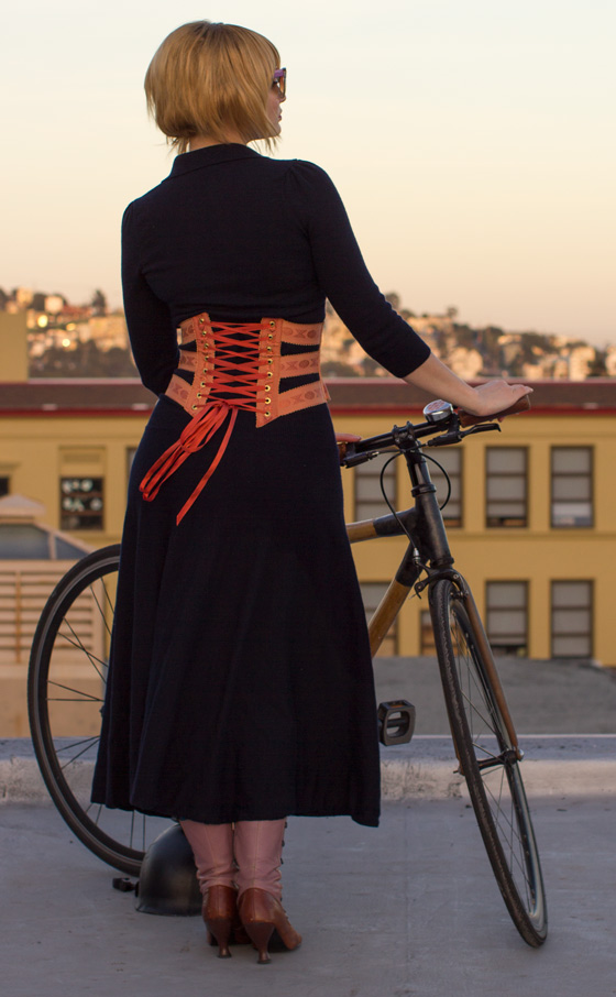 outfit ideas, bikepretty, bike pretty, cycle style, cycle chic, bike chic, bike model, girl on bike, bike fashion, bicycle fashion, bicycle fashion blog, cute bike, girls on bikes, model on bike, bike girls cute, corset, ribbon corset, copper, peach, ribbon, vintage, outfit ideas