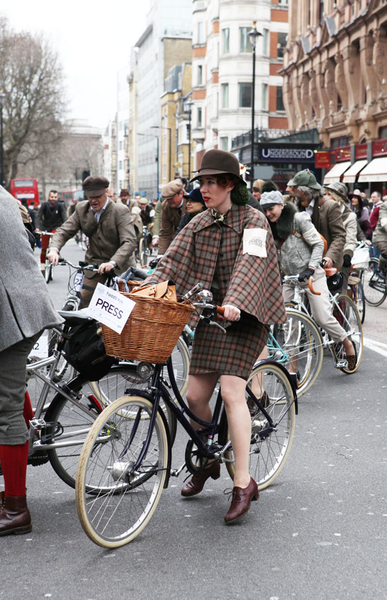 plaid suit, plaid cape, london tweed run, tweed ride, vintage style, london tweed, kelly miller, bike pretty, bikepretty, pretty bike, cycle style, fashion bike, bike fashion, bike chic, bike style, cycle chic, outfit ideas