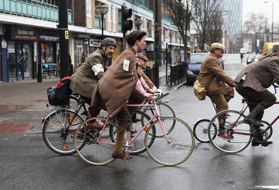 jacqui shannon, london tweed run, tweed ride, vintage style, london tweed, kelly miller, vintage mafia, bike lady, plaid cape, bike girl, bike pretty, bikepretty, pretty bike, cycle style, fashion bike, bike fashion, bike chic, bike style, cycle chic, outfit ideas