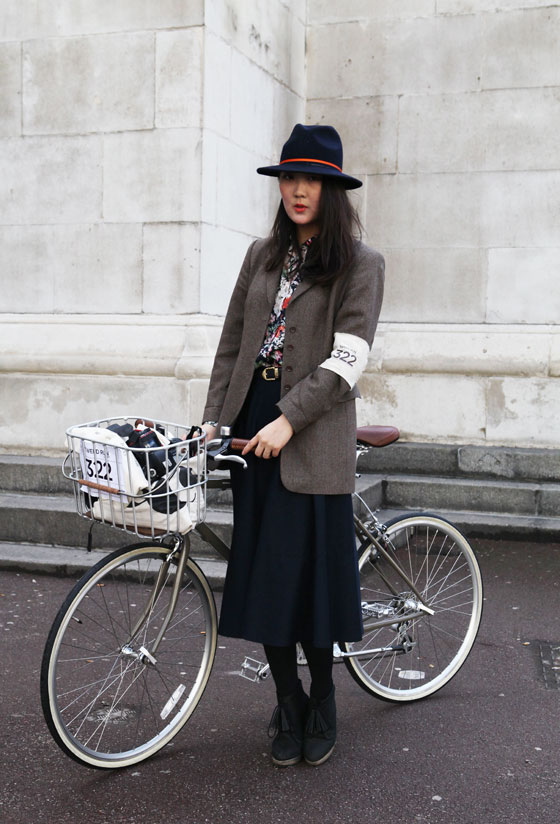 bike pretty, bikepretty, pretty bike, girls on bikes, outfit ideas, cycle style, fashion bike, bike fashion, bike chic, bike style, girl on bike, cycle chic, park and cube, shini, tweed run, london tweed, tweed run 2013, fashion blogger, bike in a skirt, bike lady