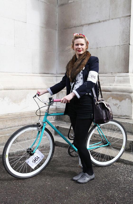 london tweed run, tweed ride, vintage style, london tweed, kelly miller, bike lady, bike girl, bike pretty, bikepretty, pretty bike, cycle style, fashion bike, bike fashion, bike chic, bike style, cycle chic, outfit ideas, fur collar, vintage style bike, vintage bike style