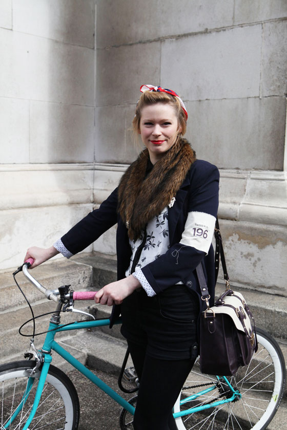 london tweed run, tweed ride, vintage style, london tweed, kelly miller, bike lady, bike girl, bike pretty, bikepretty, pretty bike, cycle style, fashion bike, bike fashion, bike chic, bike style, cycle chic, outfit ideas, fur collar, vintage style bike, vintage bike style
