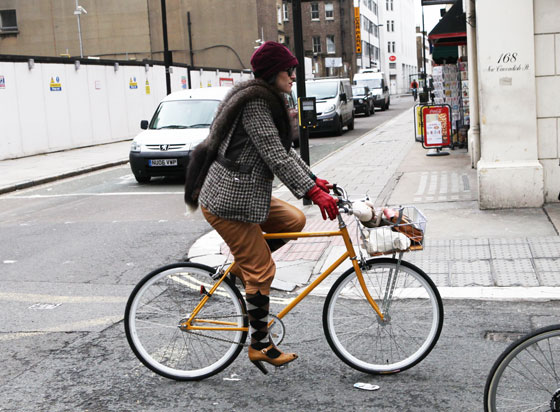bike pretty, bike pretty, pretty bike, girls on bikes, stylist, cycle style, fashion bike, bike fashion, bike chic, chic bike, bike style, outfit ideas, girl on bike, bike lady, cycle chic, karina tanabe jones, tweed run, 2013, london, tweed