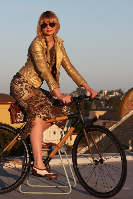 chic bicycle, bikepretty, bike pretty, cycle style, cycle chic, bike chic, bike model, girl on bike, bike fashion, bicycle fashion, bicycle fashion blog, cute bike, girls on bikes, model on bike, bike girls cute, how to bike, maxi skirt, long skirt, vintage, tiger print, gold jacket