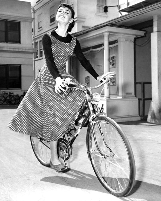bike pretty, bikepretty, pretty bike, girls on bikes, outfit ideas, cycle style, fashion bike, bike fashion, bike chic, bike style, girl on bike, cycle chic, audrey hepburn, vintage, vintage style, rides a bike, vintage bike, vintage photo, audrey, hepburn