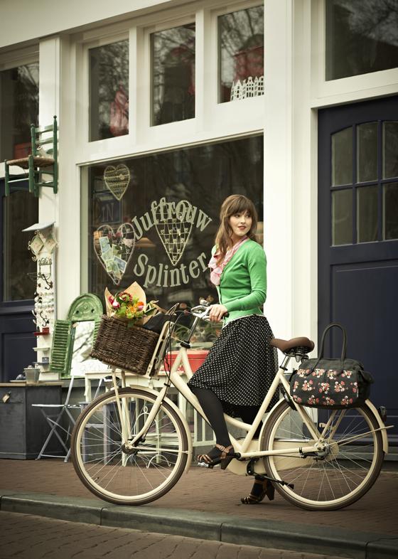 giveaway, bikepretty, bike pretty, pretty bike, girls on bikes, bike bag, BASIL, girls on bike, cycle style, fashion bike, bike fashion, bike chic, chic bike, bike in a skirt, bike style, outfit ideas, girl on bike, bike lady, cycle chic
