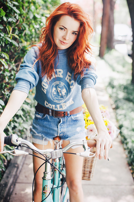 bike pretty, bikepretty, pretty bike, outfit ideas, cycle style, fashion bike, bike fashion, bike chic, bike style, cycle chic, sea of shoes, jane aldridge, redhead, redhead rides a bike, sea of shoes rides a bike, vintage style, vintage sweatshirt