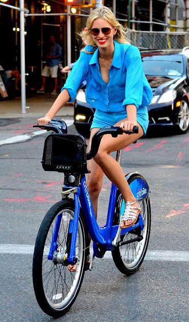 bike pretty, bikepretty, pretty bike, girls on bikes, cycle style, fashion bike, bike fashion, bike chic, bike style, girl on bike, cycle chic, new york city, bike share, citi bike, model, supermodel