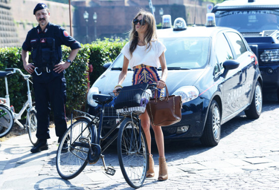 bike pretty, bikepretty, pretty bike, girls on bikes, cycle style, fashion bike, bike fashion, bike chic, bike style, cycle chic, milan, menswear, 2014, fashion week, street style, girl on bike, tommy ton, florence, pitti uomo