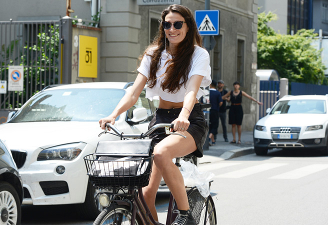 bike pretty, bikepretty, pretty bike, girls on bikes, cycle style, fashion bike, bike fashion, bike chic, bike style, cycle chic, milan, menswear, 2014, fashion week, street style, girl on bike, tommy ton, crop top