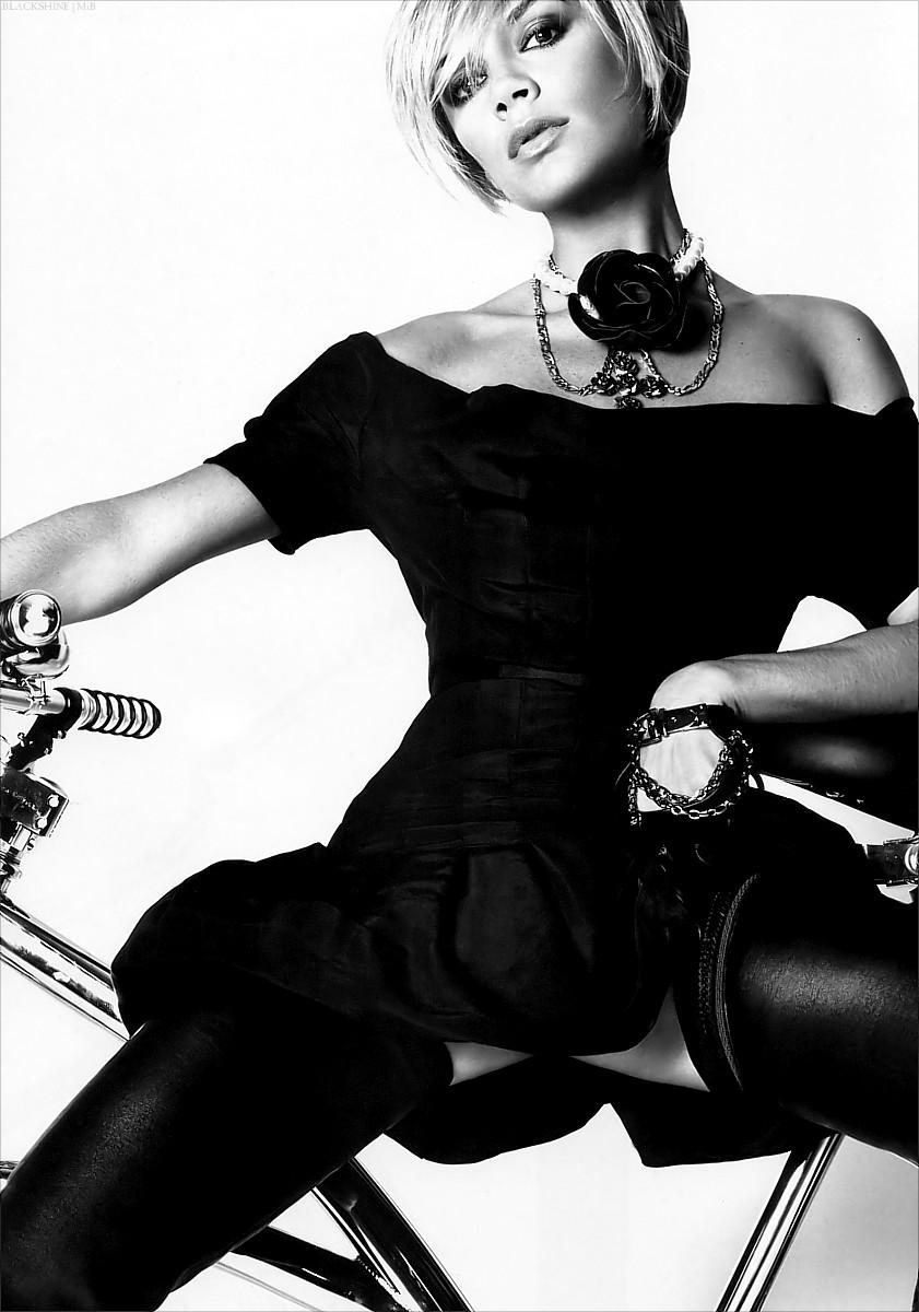bike pretty, bikepretty, pretty bike, girls on bikes, cycle style, fashion bike, bike fashion, bike chic, bike style, girl on bike, cycle chic, bike fashion designer, fashion designer, victoria beckham, posh spice, bryan adams, victoria beckham bike