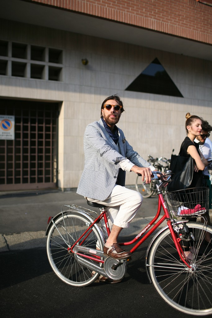 bike pretty, bikepretty, pretty bike, cycle style, fashion bike, bike fashion, bike chic, bike style, cycle chic, milan, menswear, 2014, fashion week, street style, bike suits, men on bikes, bike man, Kuba Dabrowski