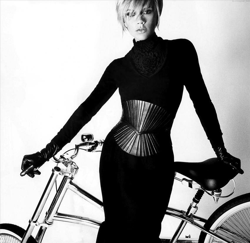 bike pretty, bikepretty, pretty bike, girls on bikes, cycle style, fashion bike, bike fashion, bike chic, bike style, girl on bike, cycle chic, bike fashion designer, fashion designer, victoria beckham, posh spice, bryan adams, victoria beckham bike