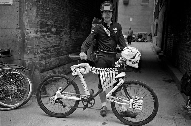 bike messenger, skeleton bike, halloween bike, halloween costume ideas, bike friendly halloween costume, halloween costume bike, happy halloween by bike, happy halloween, bike pretty, bikepretty, pretty bike, cycle style, fashion bike, bike fashion, bike chic, bike style, cycle chic, outfit ideas