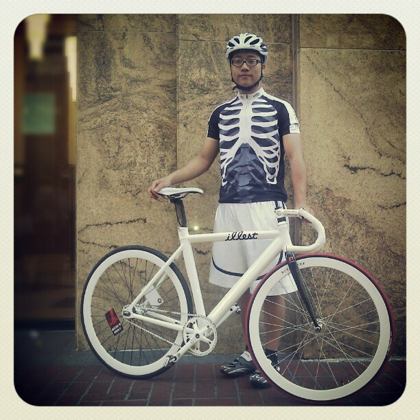 bike skeleton, halloween bike, halloween costume ideas, bike friendly halloween costume, halloween costume bike, happy halloween by bike, happy halloween, bike pretty, bikepretty, pretty bike, cycle style, fashion bike, bike fashion, bike chic, bike style, cycle chic, outfit ideas