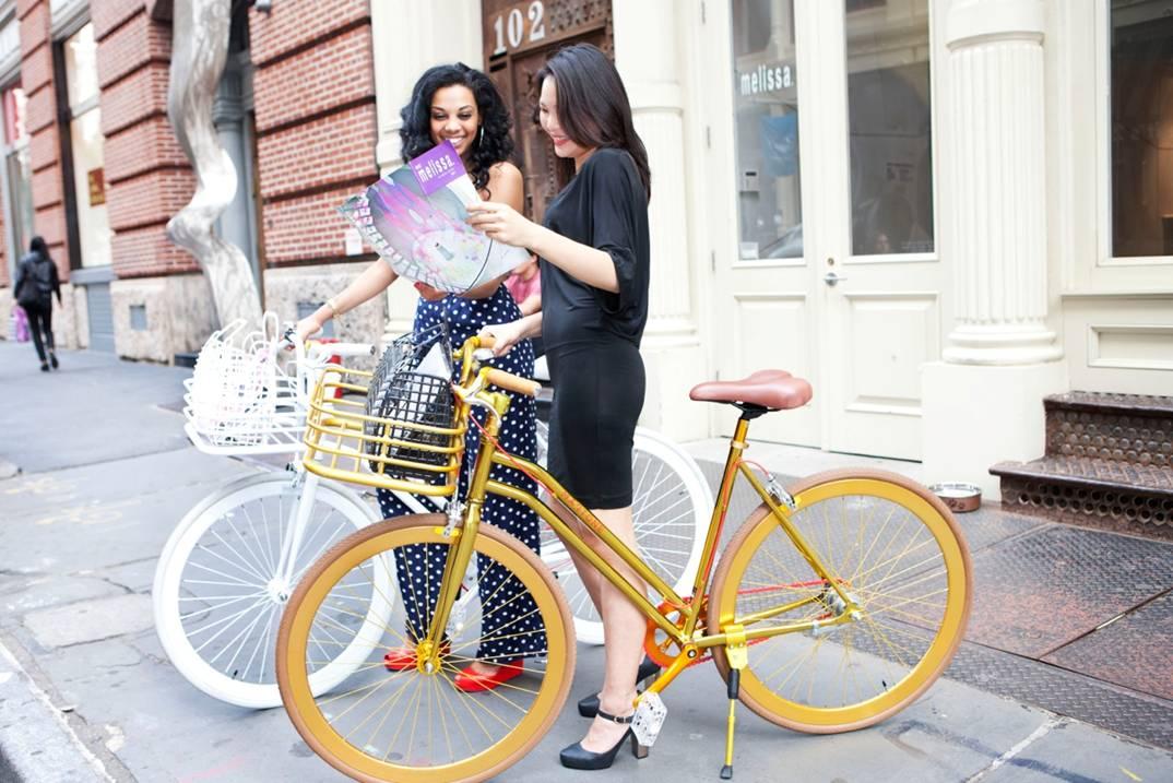 bike pretty, bikepretty, pretty bike, girls on bikes, cycle style, fashion bike, bike fashion, bike chic, bike style, cycle chic, martone, melissa, melissa shoes, martone cycling co, new york, be melissa, galeria melissa, bike in heels