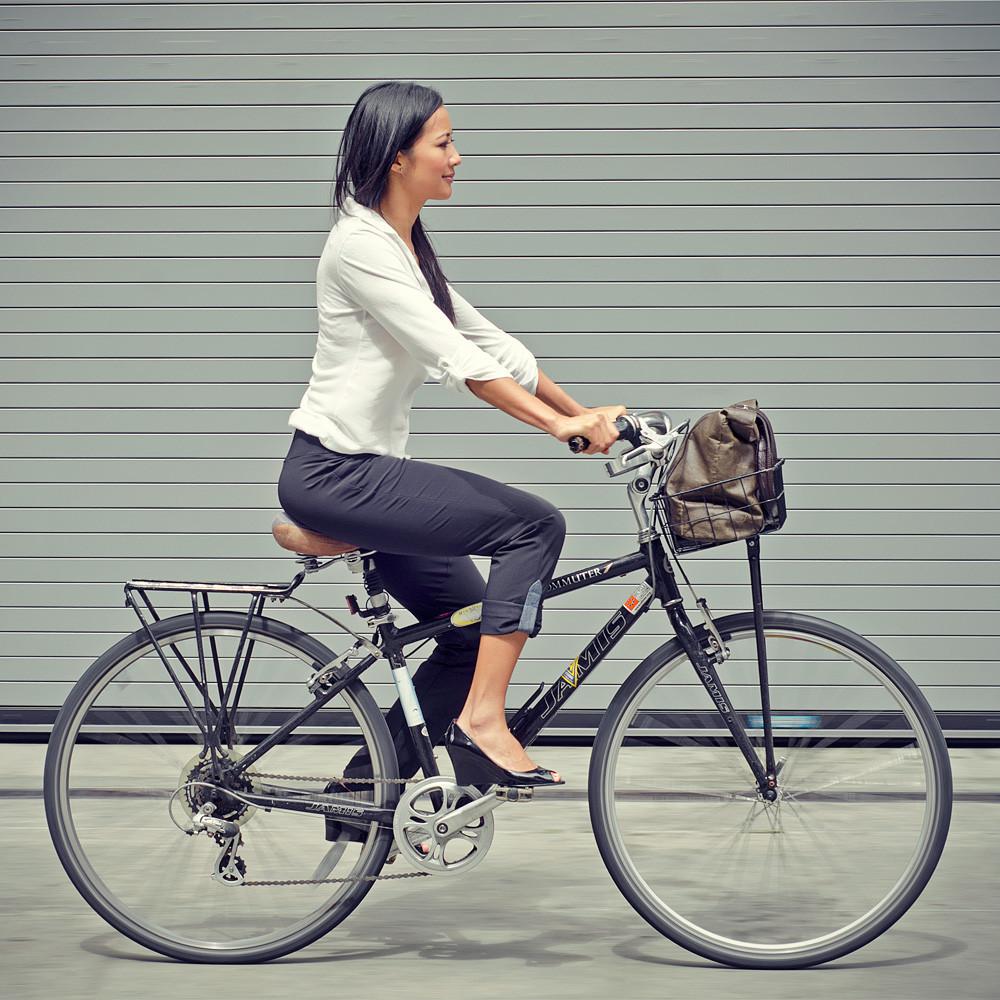 iladora, bike pant, commuter, bike trouser, bike to work clothes, perfect bike pant, bike to work, bike pretty, bikepretty, pretty bike, cycle style, fashion bike, bike fashion, bike chic, bike style, cycle chic, outfit ideas