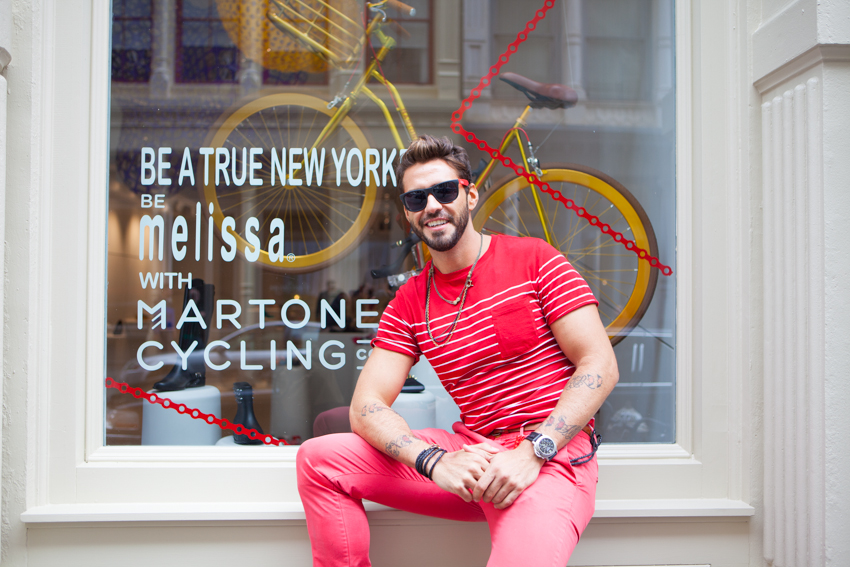 bike pretty, bikepretty, pretty bike, girls on bikes, cycle style, fashion bike, bike fashion, bike chic, bike style, cycle chic, martone, melissa, melissa shoes, martone cycling co, new york, be melissa, galeria melissa, bike in heels, window display