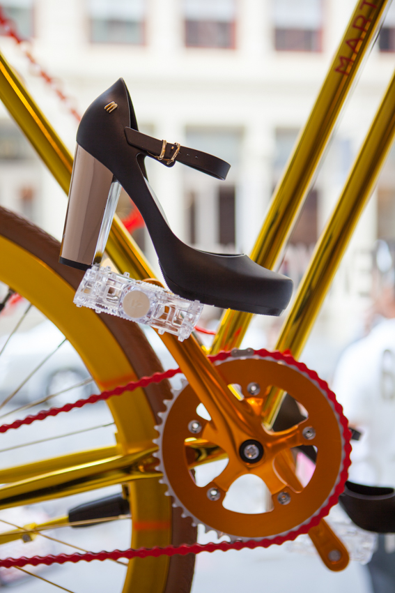 bike pretty, bikepretty, pretty bike, girls on bikes, cycle style, fashion bike, bike fashion, bike chic, bike style, cycle chic, martone, melissa, melissa shoes, martone cycling co, new york, be melissa, galeria melissa, biking in heels